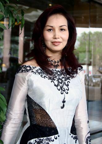 Nguyễn Diệu Hoa Hoa hu Nguyn Diu Hoa ln ng tham d Mrs World 2008