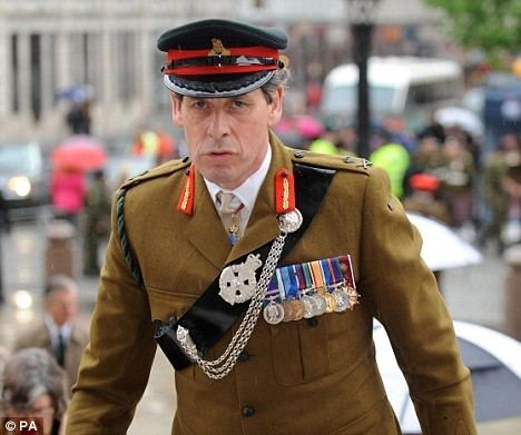 Nick Carter (British Army officer) Army chief39s son left fighting for life after losing leg