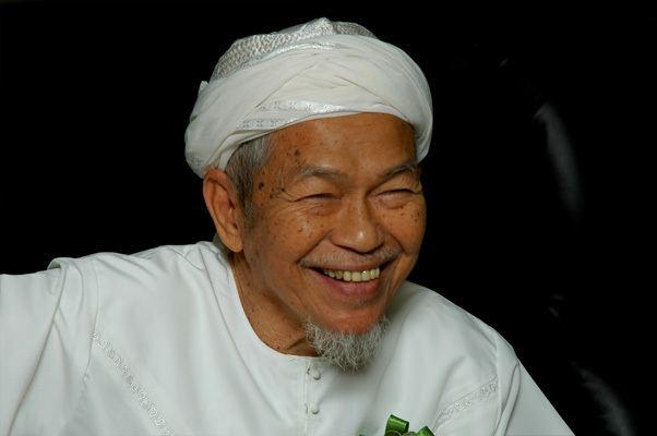 Nik Abdul Aziz Nik Mat FileNik Abdul Aziz bin Nik Mat 2008jpg Wikipedia