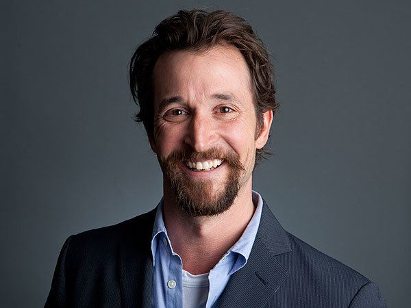 Noah Wyle Find Out Why Noah Wyle Sent a Complete Stranger Flowers