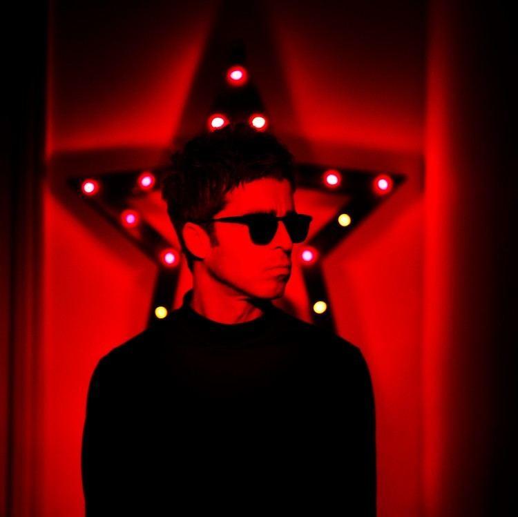 Noel Gallagher httpslh6googleusercontentcomBWhGWTqK2RMAAA