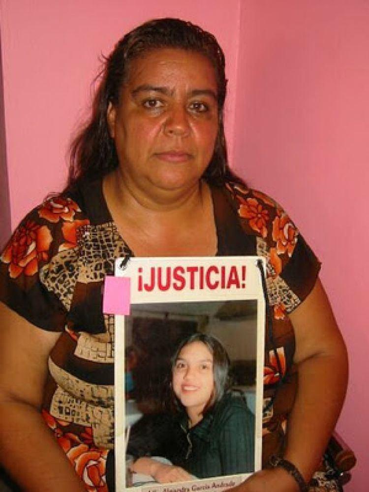 Norma Andrade Atacan a la activista Norma Andrade con un arma