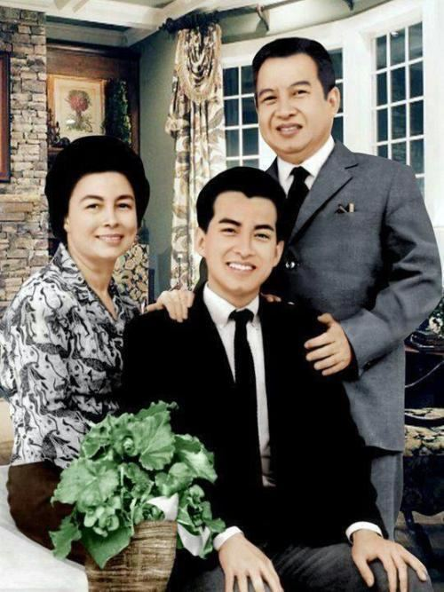 Norodom Monineath Kingdom Of Wonder Family portrait of the Royal Norodom