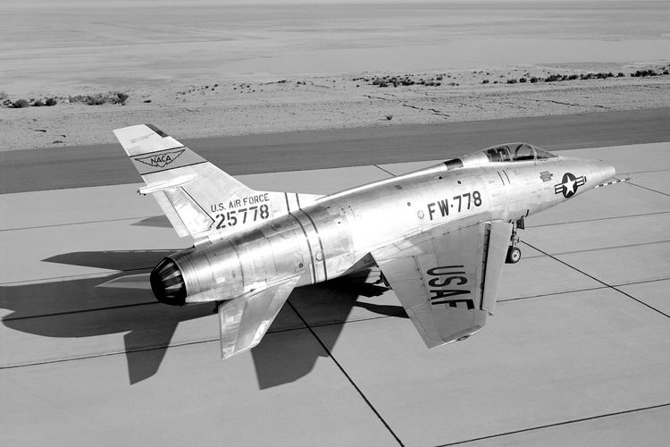 North American F-100 Super Sabre North American F100A Super Sabre specifications and photos
