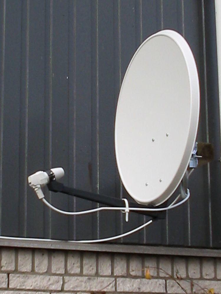 Offset dish antenna