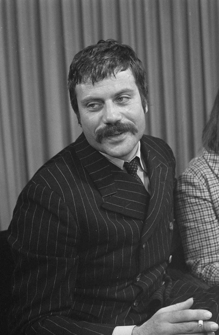 Oliver Reed Oliver Reed filmography Wikipedia the free encyclopedia