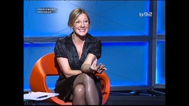 Olja Bećković 2012 Olja Beckovic u kratkoj haljini i samostojecim YouTube