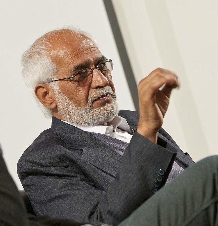 Omara Khan Massoudi httpsuploadwikimediaorgwikipediacommonsthu