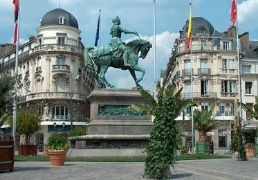 Orléans wwwexperienceloirecomimagesJoansstatuejpg
