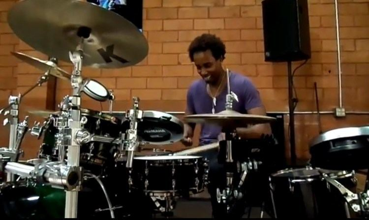 Oscar Seaton, Jr. Oscar Seaton Drum Solo at Yamaha Artist Office YouTube