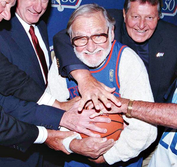 Ossie Schectman NBA39s First Scorer With NY Knicks Ossie Schectman Dies at 94