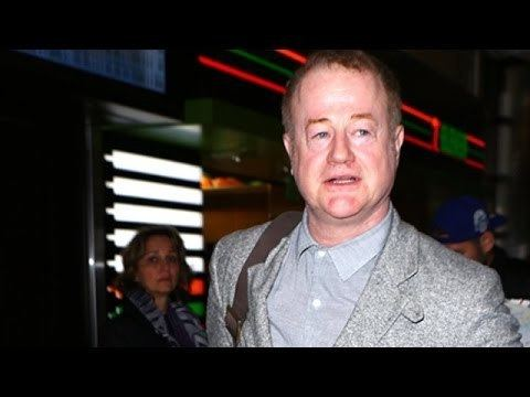 Owen Teale Game Of Thrones Star Owen Teale Gets Surrounded At LAX YouTube