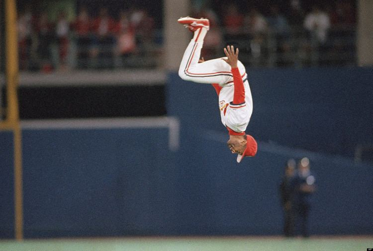Ozzie Smith Ozzie Smith Sells Gold Gloves For 519203