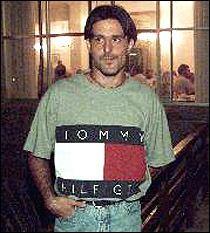 Pablo Bezombe oldolecomardiario19990321f006fh02jpg