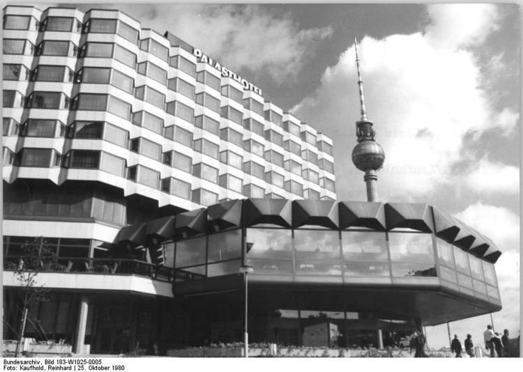 Palasthotel FileBundesarchiv Bild 183W10250005 Berlin quotPalasthotelquotjpg