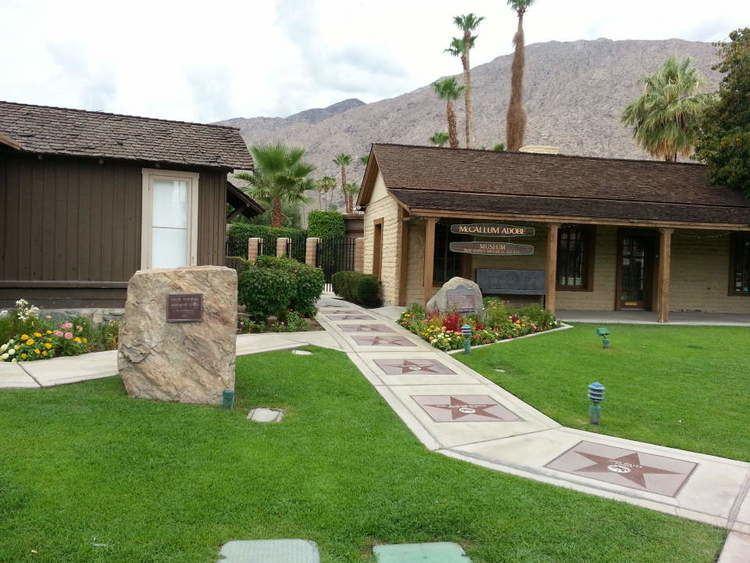Palm Springs Walk of Stars httpsuploadwikimediaorgwikipediacommons88