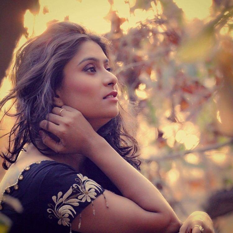 Pari Telang Beautiful candid capture of hoT Marathi Actress Pari Telang