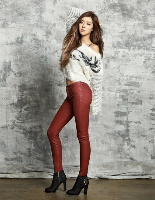 Park Han-byul Park Han Byul models 39GUESS39 shoes in additional photos