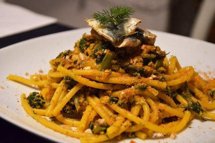 Pasta con le sarde pasta coi masculini e vino rosso cibo fusion abbinamento cibo
