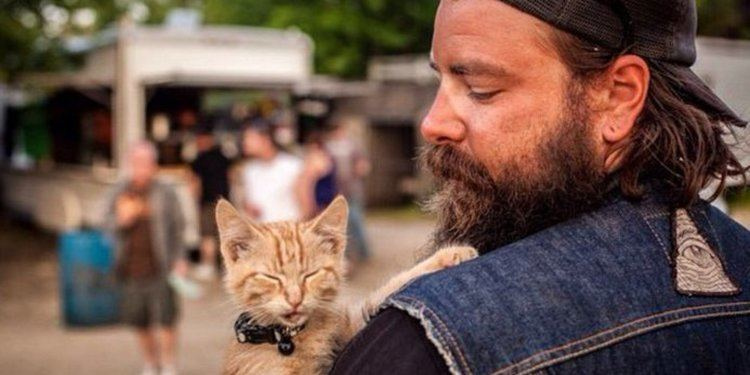 Pat Doody Biker Pat Doody Adopts Abandoned Kitten And Its Beyond Adorable