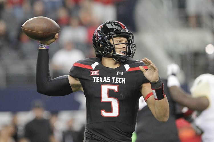 Patrick Mahomes Reusse Younger Pat Mahomes prefers pigskin over pitching