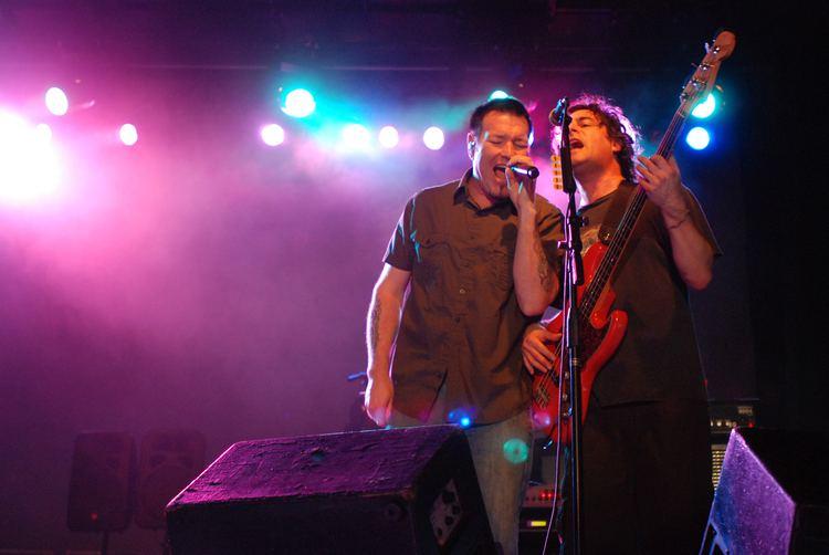 Paul De Lisle FileSteve Harwell and Paul De Lisle Rock band