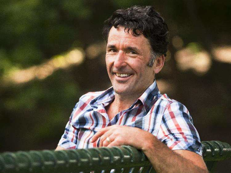 Paul Dewar MP Paul Dewar on family foreign affairs and making a difference