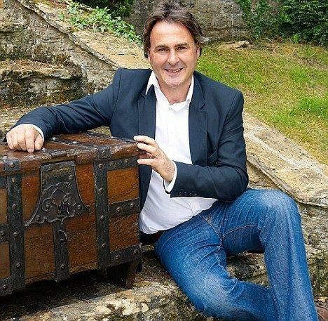 Paul Martin (TV presenter) Trust me I39m a dealer Flog It39s Paul Martin fronts a new