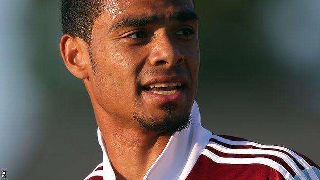 Paul McCallum (footballer) BBC Sport Paul McCallum West Ham striker joins Torquay