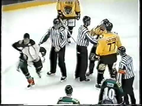 Paul Moran (ice hockey) Marc Lefebvre vs Paul Moran EIHL fight 261203 YouTube