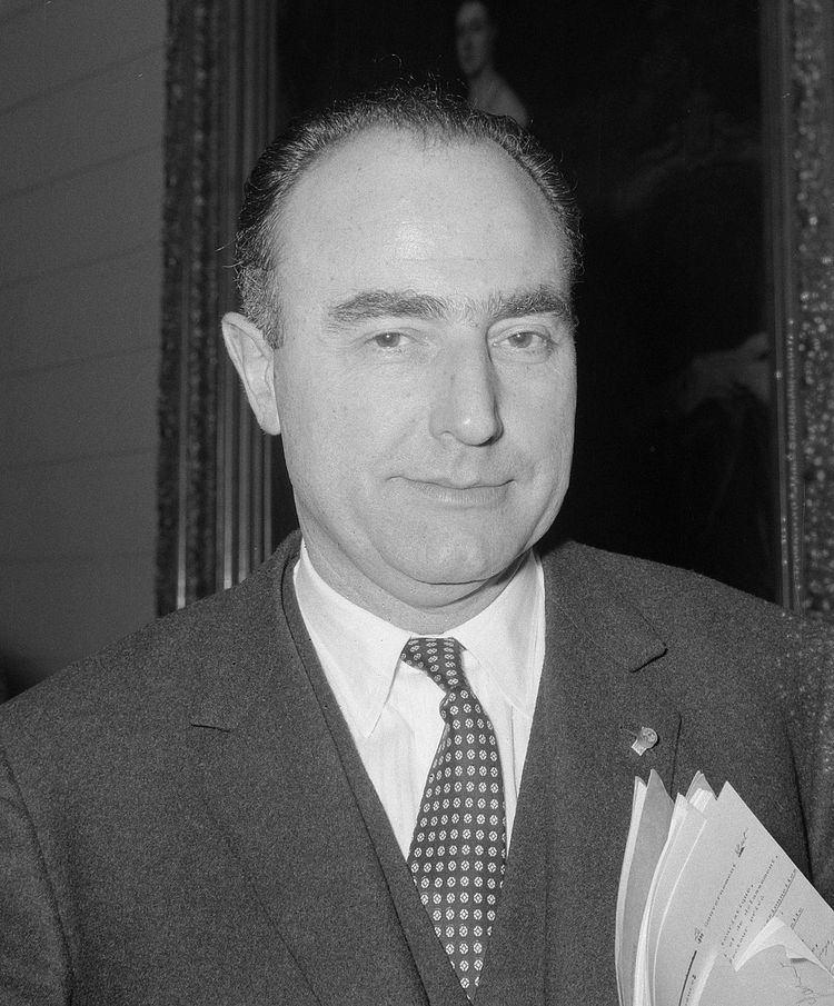 Paul Vanden Boeynants httpsuploadwikimediaorgwikipediacommonsthu