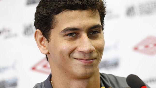 Paulo Henrique Ganso Entre 39tapas e beijos39 Paulo Henrique Ganso tenta se