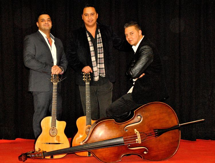 talented trio played dr - HD3271×2484