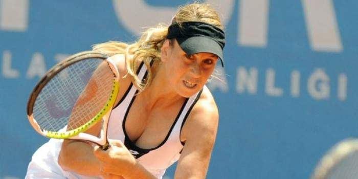İpek Şenoğlu Retired Tennis Player Ipek Senoglu Plays Tennis at 39 Weeks Pregnant