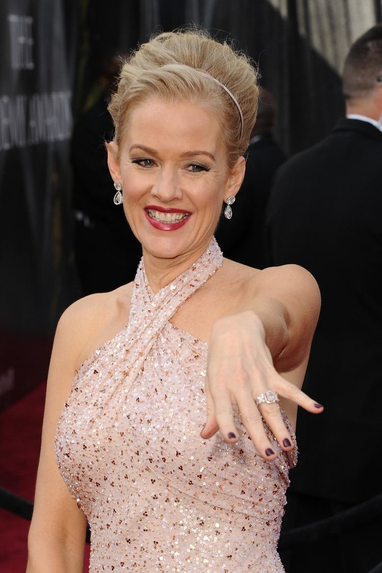 Watch Penelope Ann Miller video