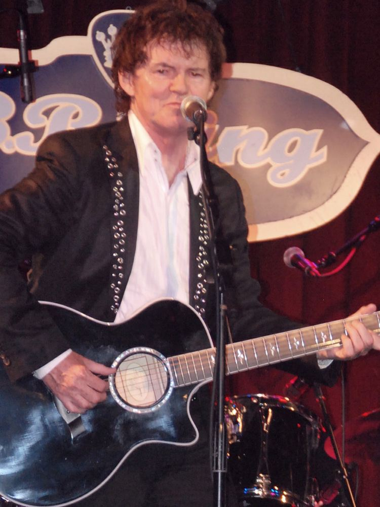 Pete Byrne Review Wang Chung and Pete Byrne at BB Kings in NYC 77