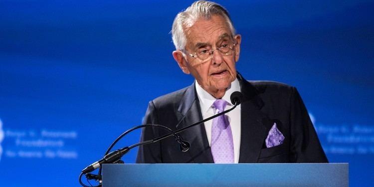 Peter George Peterson Debate Moderators Under the Spell of DeficitObsessed Billionaire