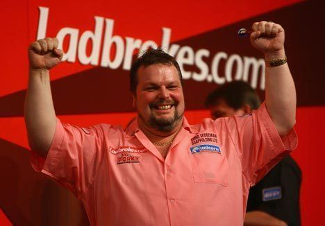 Peter Manley One dart Peter Manley and Phil 39The Power39 Taylor march on