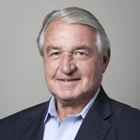 Peter Nicholas (businessman) httpsnicholasinstitutedukeedusitesdefaultf