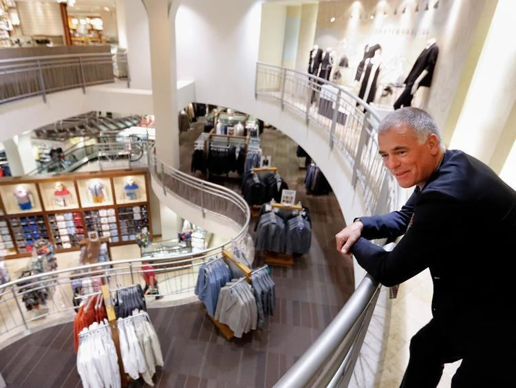 Peter Simons (businessman) Simons reaches out across Canada with 200million
