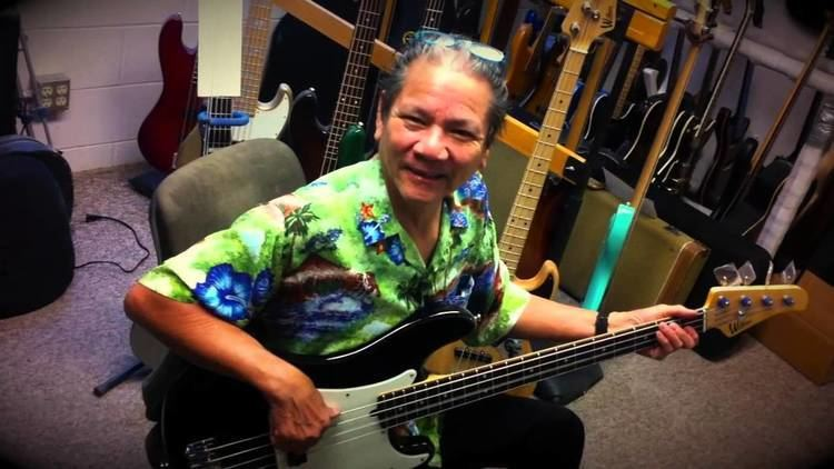 Phil Chen Phil Chen playing at Wilkins bass factory mini bass lesson YouTube