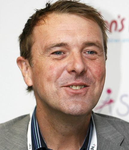 Phil Tufnell (Cricketer) playing cricket