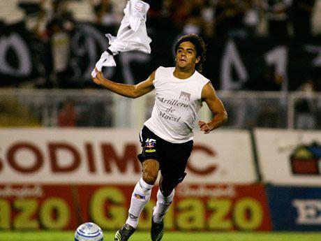 Phillip Araos El ex delantero de Colo Colo Phillip Araos entrena con