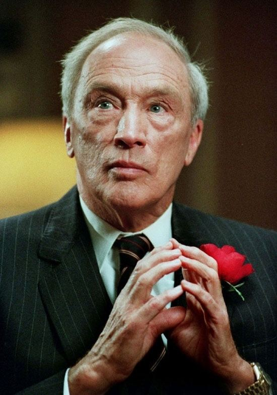 Pierre Trudeau Death of Pierre Elliott Trudeau Sept 28 2000 CTV