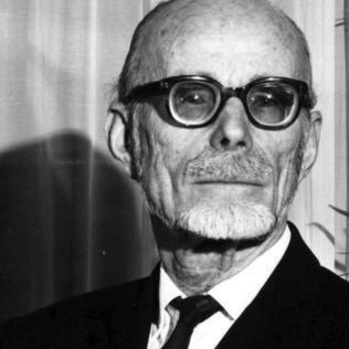Pierre Victor Auger httpsuploadwikimediaorgwikipediaen885Pie