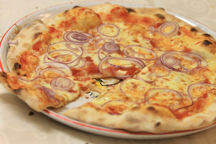 Pizza pugliese Traditional Pugliese Pizza Recipe Silvio Cicchi