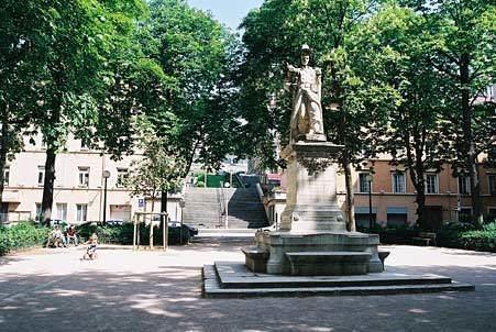 Place Sathonay Statue Sergent Blandan Place Sathonay en photo LYON PHOTOSCOM