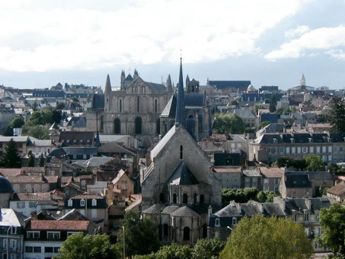 Poitiers httpsuploadwikimediaorgwikipediacommons44