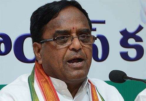 Ponnala Lakshmaiah KCR misguiding on farm loan arrears says Ponnala
