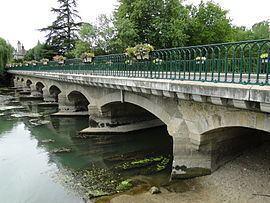 Pont-de-Ruan httpsuploadwikimediaorgwikipediacommonsthu
